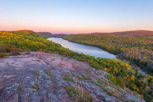 twilit-lake-of-the-clouds-autumn-2014_15489327241_o.jpg